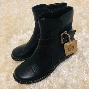 NWT! BORN Black Leather Ankle Boots. Size 6.5M